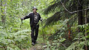 Rolf Juselius i skogen söder om Juvas, Sibbo.