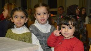 Unga syriska skönheter på självständighetsfest i Ekenäs