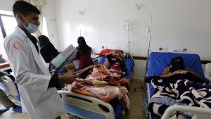 Kolerasmittade kvinnor i Sanaa, Jemen.