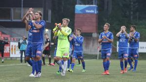 PS Kemis spelare klappar, 2016.