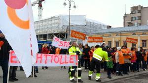 Fackföreningarna kallade till demonstration mot bolagisering.