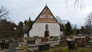 Sankt Michaels kyrka i Pernå