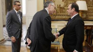 Handskakning inför fusionen mellan Nokia och Alcatel Lucent