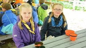 Flickor på scoutläger