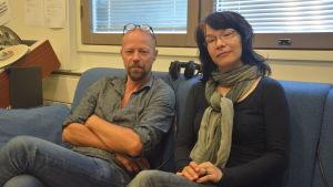 Erik Salvesen och Melinda Lönnberg i Ekenässtudion.