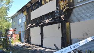 En radhuslägenhet totalförstördes i Korsnäståget.