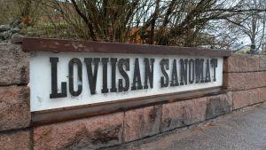 """""""Loviisan Sanomat"""" logo"""