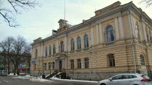 Borgå stadsahus på vintern utifrån