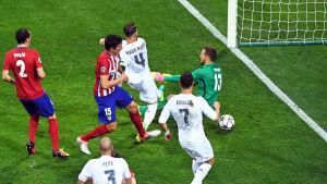 Sergio Ramos gör 1-0 till Real.