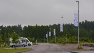 Flaggor på rad vid Kokonvägen i Borgå.