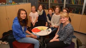 Elever från Källhagens skola jobbar gärna med hållbar konsumtion.