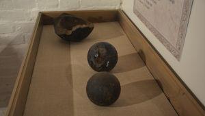 Kanonkulor som hittats i vattnen kring Hangö.