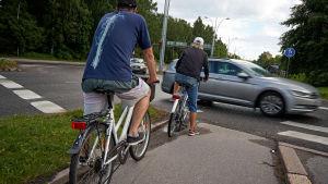 Polkupyörät liikennevaloissa