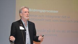 idéhistoriker Stefan Widqvist debatterar bildning