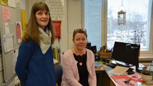 Lärarna Anna-Karin Jern och Marie-Louise Sandberg i Österby skola.