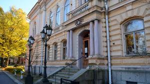 Borgå stadshus en höstdag