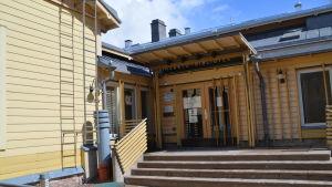 Lovisa huvudbibliotek utifrån
