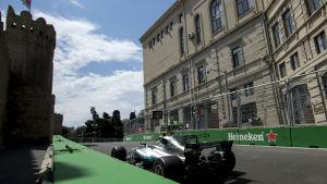 Valtteri Bottas under träningspass i Baku.