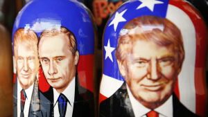 USA:s president Donald Trump och Rysslands president Vladimir Putin avbildade på traditionella ryska Matrjosjka-dockor.