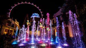 Attraktionen High Roller Observation wheel i Las Vegas visar sina sympatier med de drabbade i Orlando genom att lysa upp fontänen och pariserhjulet i regnbågens färger.