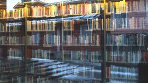 böcker i ett bibliotek
