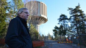 Drifttekniker Rabbe Hellman från Borgå Vatten vid Hammars vattentorn