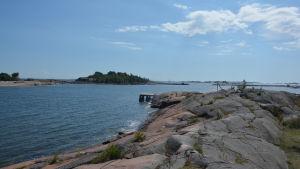 Vy från Fabriksudden i Hangö mot havet.