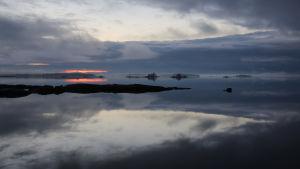 """Stillbild från dokumentärserien """"Veden saartamat"""", regisserad av Petteri Saari. Användes i samband med ett pressmeddelande om dokumentärserien."""