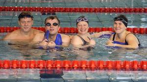 Gemensam träning i Vasa simhall för Mitt triathlon gänget