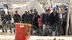 Syriska flyktingar vid den turkiska gränsen nära Kobane.