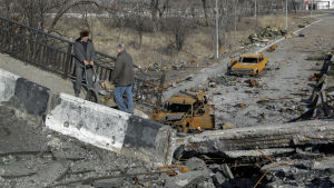 Bombskadad bro i Donetsk i östra Ukraina