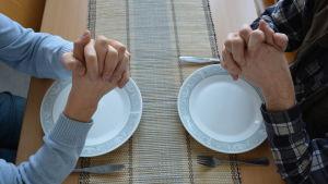 Bordsbönens vara eller icke vara i skolorna i Pedersöre väcker känslor
