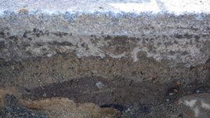 Brandskiktet från 1835 syns cirka 40 centimeter under markytan