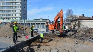 Utgrävningarna startade på Rådhusgatan i Jakobstad