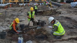 Utgrävningarna på nedre torget i Jakobstad är inne i slutskedet