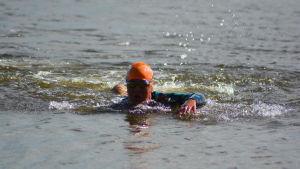Aino Luoma har fått jobba mycket med simningen.