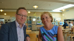 Riksdagsmännen Mika Lintilä (C) och Anna-Maja Henriksson (SFP) på besök vid Snellman Ab i Jakobstad