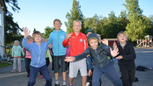 Elever vid Kyrkostrand-Jungmans skola väntar på JARO-besök