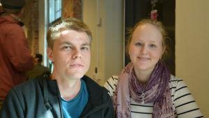 Studerande Nicholas Honkanen (till vänster) och Sofia Manninen i Arkens matsal i Åbo.