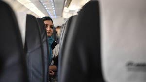 Flykting i flygplan.