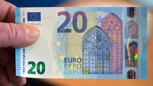 Den nya 20-eurosedeln tas i bruk den 25 november 2015.