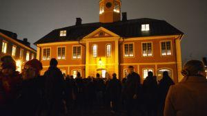 Luciakröning på Gamla rådhustorget i Borgå.