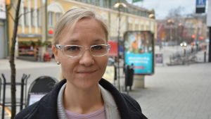 Projektkoordinator Anna Tenho vid Röda Korsets distrikt i Egentliga Finland