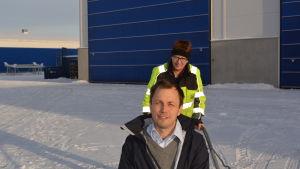 Marcus Jungell åker snåskjuts med trotjänaren Bodil Svartsjö