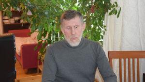 Karl-Oskar Skogster är orolig för att mista rätten till färdtjänst.