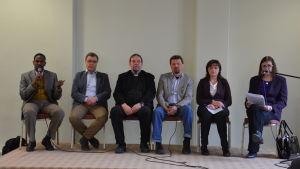 Panelen som besvarade asylsökandes frågor