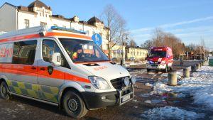 Ambulans och brandbil vid Ågatan i Borgå.