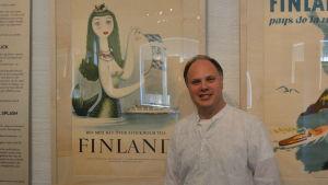 Magnus Londen har den största samlingen reseaffischer från Finland