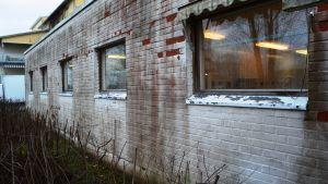 flagande tegelvägg på johannisbergs kök i borgå