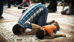 Bönestund i moské i Paris